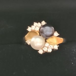 14K gold black and white pearl ring
